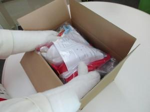 衣装が大きいので箱に持参の箱に入れます‼